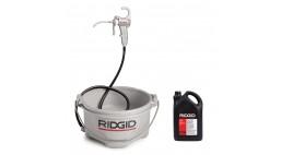 Масляный насос 418 RIDGID с поддоном и канистрой масла 5 л